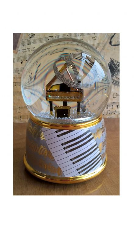 Piano Musical Snow Globe 11001